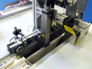 Műanyag tasak adagóló és feliratozó berendezés