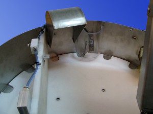 Gázpalack védőkupak szerelő berendezés